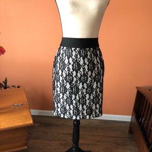 KAREN KANE black and white lace patterned skirt